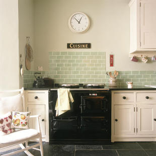 Beautiful Shaker Kitchen With Feature Wall Tiles