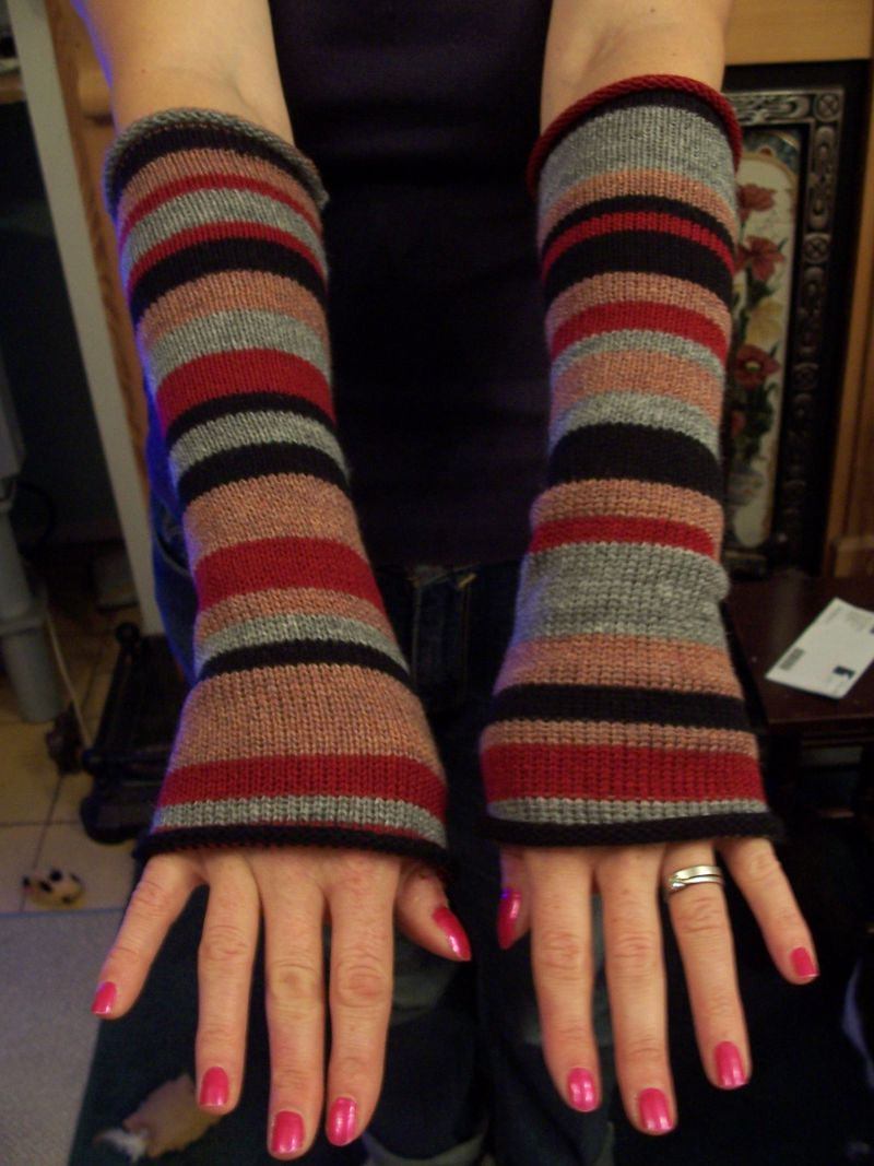 Knitted striped long gloves