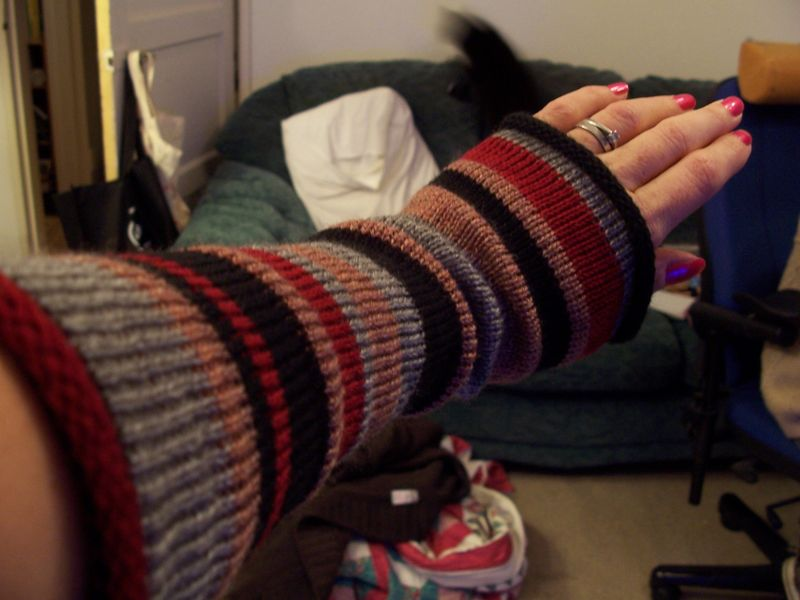 Knitted striped long gloves 2